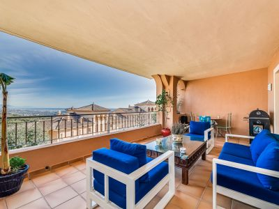 Apartment with great views in popular community