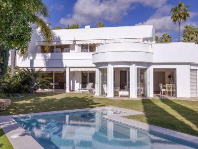 Villa in Altos Reales with sea views