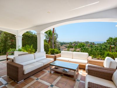 Elegante Villa mit Panoramablick in El Rosario Marbella