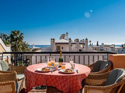 Townhouse with sea views near the beach in Bahia de Marbella