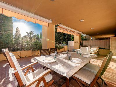 Sunny beachside apartment in Bahia de Marbella
