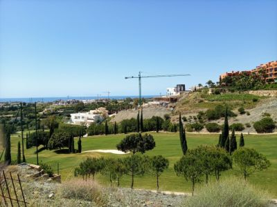 Front line golf plot with sea views in Flamingos Golf