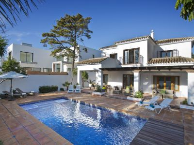 Modern house close to the beach in Marbesa
