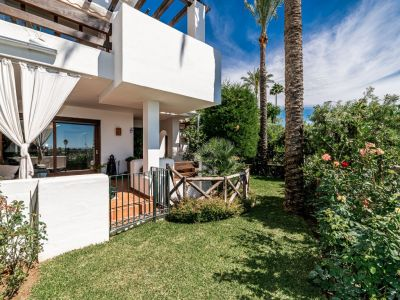 Townhouse with sea views in gated urbanisation, Mirador del Paraiso