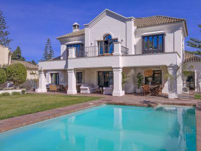 Espléndida villa andaluza en una ubicación privilegiada, Guadalmina Baja