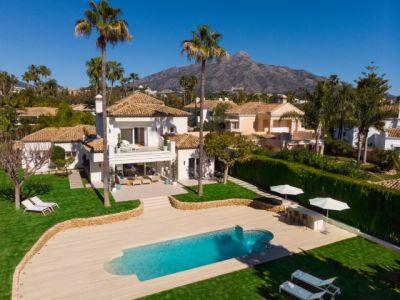 Frontline golf villa with impressive panoramic views, La Cerquilla