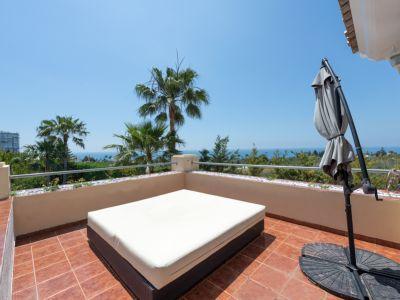 Mediterranean villa next to the golf course and near the beach in Rio Real Marbella