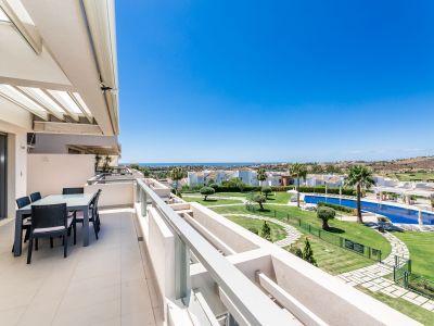 Frontline golf apartment with sea views in Los Arqueros