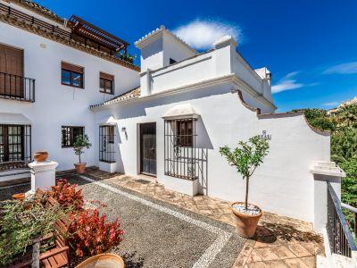 Andalusian townhouse in Lomas de Marbella Club