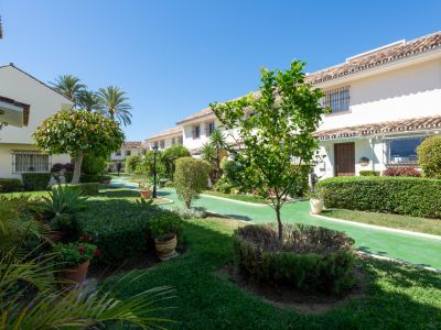 Charming Andalucian Townhouse in Aloha Golf