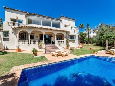 Private Villa with enormous garden and pool area
