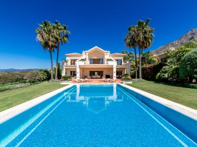 Luxus pur! Imposante Villa mit Panorama Meerblick in Marbella Hill Club