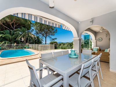 Villa close to the beach with sea and mountain views in Playas Andaluzas Marbella