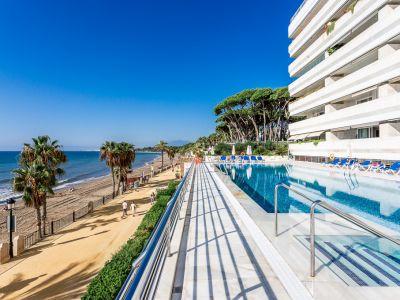 Frontline beach apartment in Marina Mariola