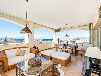 Penthouse with open sea views 500m from the beach in Bahia de Marbella