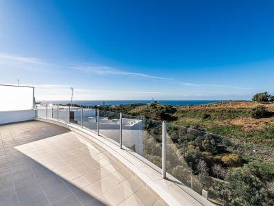 Ático a estrenar con vistas panorámicas en Altos de los Monteros Marbella