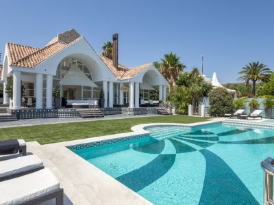 Magnificent Frontline Golf Villa in a Prime Location