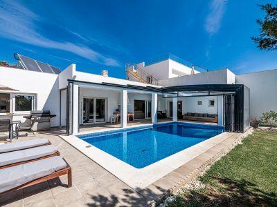 Villa lujosa moderna cerca del mar