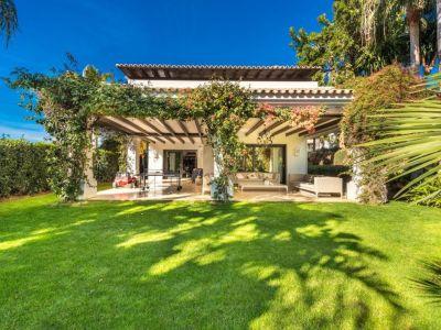 Villa Moderna en Las Lomas de Marbella Club