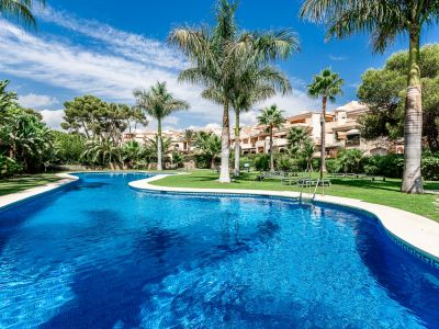Exceptional garden apartment next to the beach, Puerto Banús