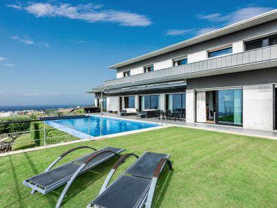 Villa with panoramic views in Altos de Los Monteros Marbella