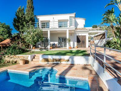 Villa in Los Naranjos, Nueva Andalucía