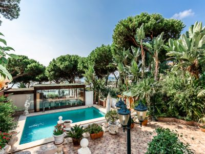 Harbour front Villa in Cabopino, Marbella East
