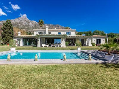 Zeitgenössische Villa in Marbella Hill Club