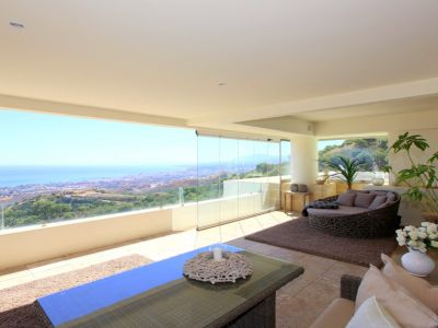 Spectacular duplex penthouse with panoramic views in Los Monteros Marbella