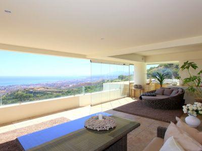 Espectacular ático dúplex con vistas panorámicas en Los Monteros Marbella