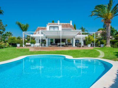 Marbella, Villa exclusiva en venta con vistas al mar en El Rosario