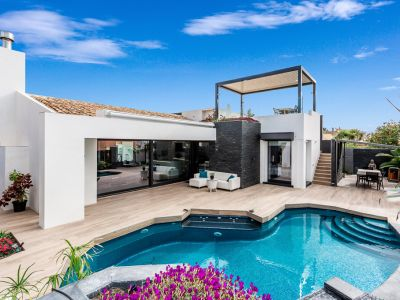 Modern high quality villa only 150m from the beach in Las Chapas Playa Marbella