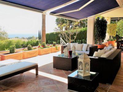 Charmante villa méditerranéenne avec vue sur la mer à Rio Real Marbella