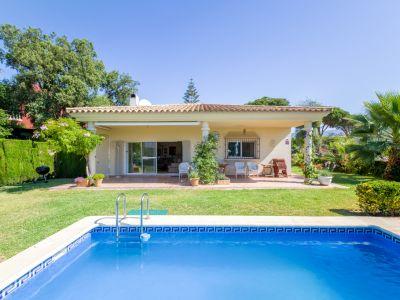 Villa im mediterranen Stil auf groβem Grundstück in El Rosario Marbella