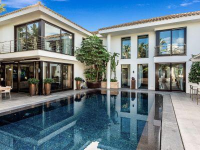 Moderne Luxusvilla 5 Minuten vom Strand in Los Monteros Marbella