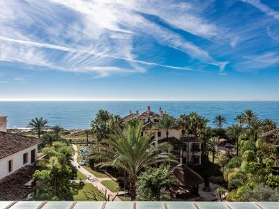 Luxury frontline beach penthouse in Los Monteros Playa Marbella