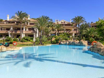 Marbella, appartement de luxe dans le complexe de bord de mer Los Monteros Playa.