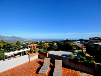 Semi-detached House with panoramic views in La Mairena, Marbella East