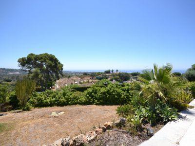 Grundstück mit herrlichem Meerblick und Projekt mit Baugenehmigung in El Rosario Marbella