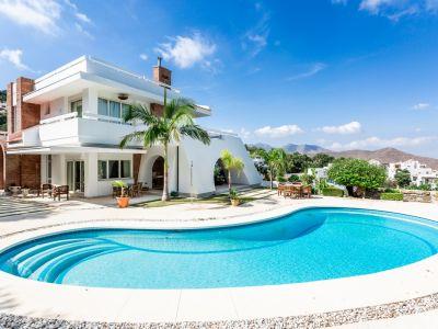 Espectacular Villa en La Mairena, Marbella Este