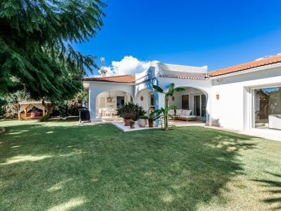 Marbella, Fantastic villa 200 meters from the beach in Los Monteros