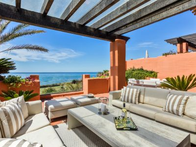 Spectacular frontline beach penthouse in Los Monteros Marbella