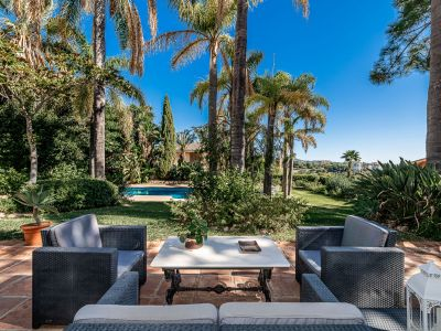 Excepcional villa mediterránea junto al campo de golf de Río Real en Marbella