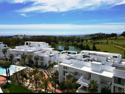 Penthouse with sea and golf views in Benahavis