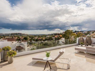 Luxury Hillside Living in a Privileged Location Golf Valley