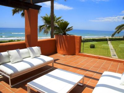 Luxury frontline beach penthouse for sale in Los Monteros
