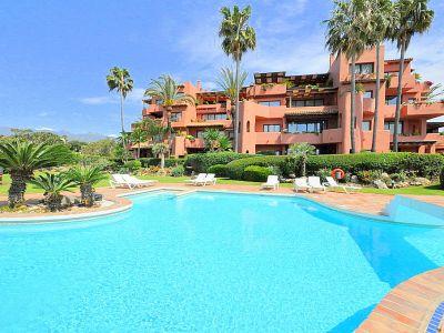 Frontline beach apartment with sea views in Alicate Playa, Las Chapas, Marbella