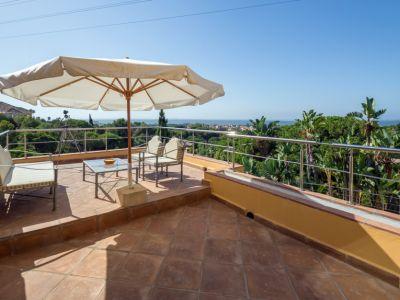 Modern villa with sea views in Elviria