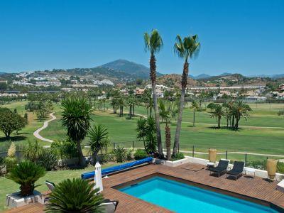 Moderne Villa in 1. Golflinie Los Naranjos