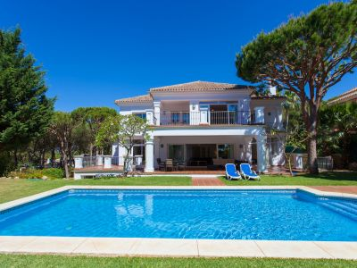 Beautiful villa with pool in Hacienda Las Chapas